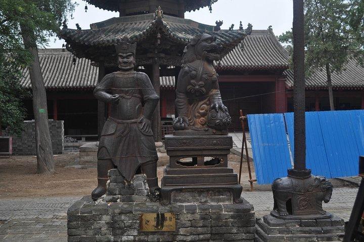 谁的腿这么长?在山西这座寺庙留下大脚印,另外一个在12里外