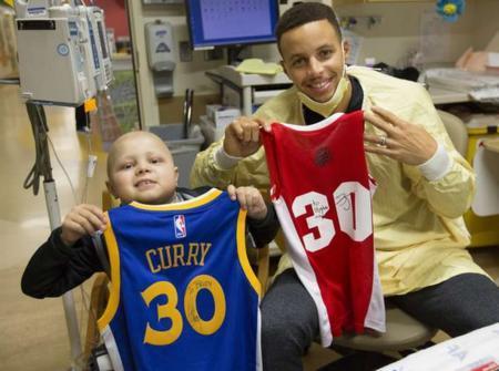 NBA的2个暖心故事:自闭患者打球被网友嘲笑,乔丹送他全套AJ装备