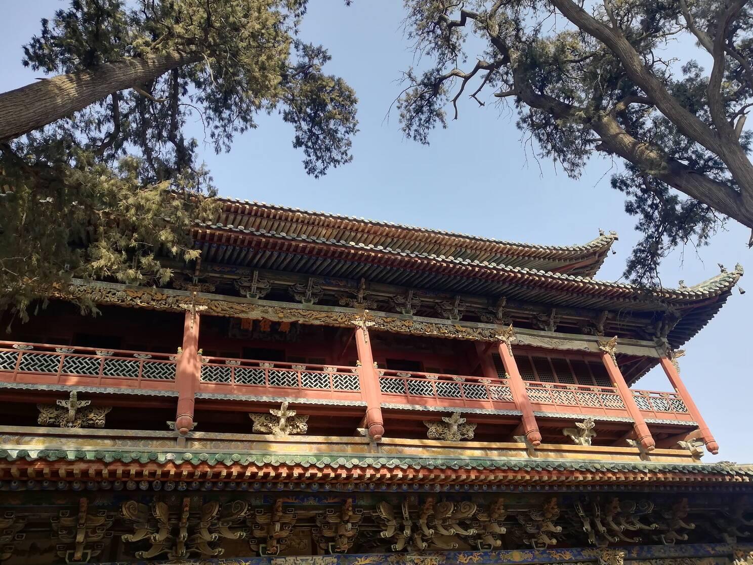 世界最大最早的关帝庙,院内四颗古树长成龙形,是人为还是天意?