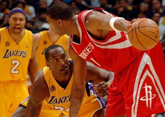 多少人为之倾倒?阿迪史上最经典的篮球鞋之一因为它科比都走了