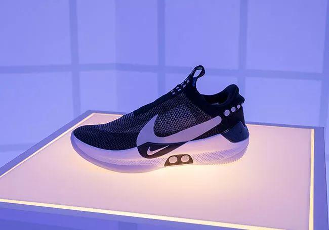 独家实拍 | 我们溜进 Nike 总部,只为这双篮球场上的 「AIR MAG」!