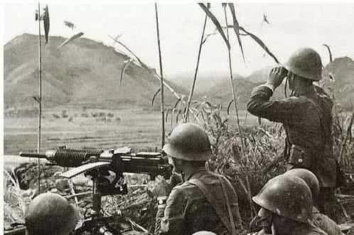 打到最后,我军阵地上只剩下两人,日军却向总部请求空中支援