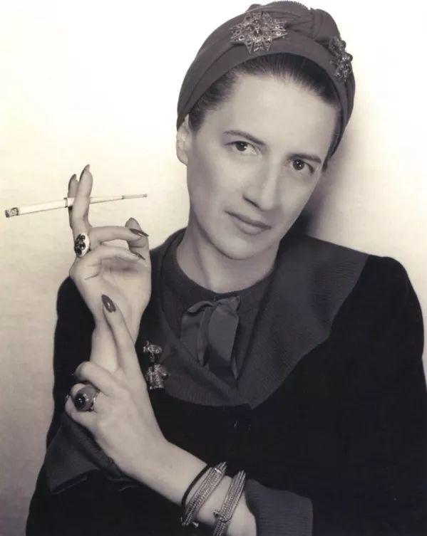 人物 前《VOGUE》主編時尚屆女魔頭 — 戴安娜·弗里蘭 形象穿搭 第1張