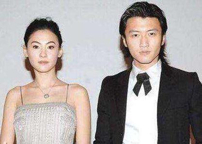 谢霆锋回港办家庭聚会,与张柏芝甜蜜合影,王菲满脸难堪很是尴尬