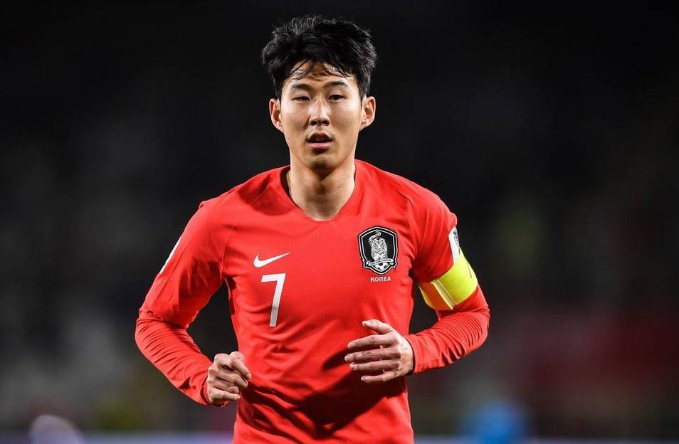 踢韩国输了就认了,国足想要进八强,还有一强敌要遭遇!