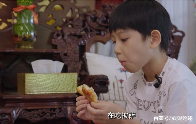 胡静不让儿子吃披萨,婆婆在旁边表情微妙,高情商儿媳巧