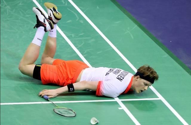太可怕了!千万别一边打羽毛球健身一边毁身体