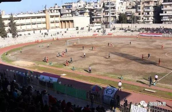 机枪手场外巡查,球员四周亡命,但叙利亚足球从未被摧毁