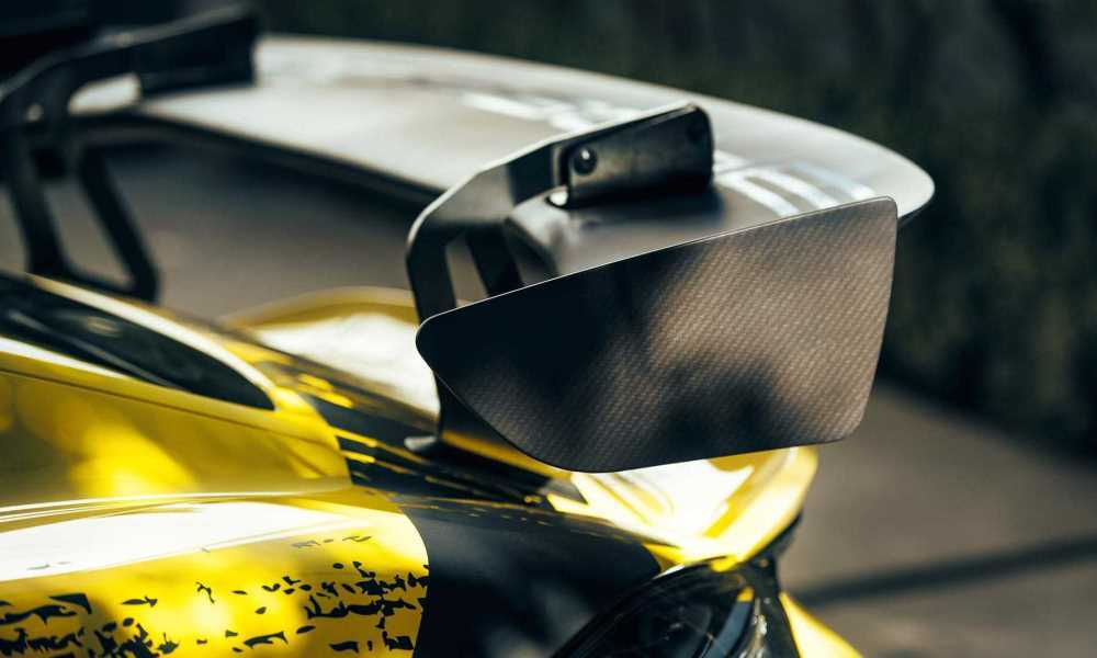 赛车黄再度来临换装后的保时捷718奥迪r8敞篷版你还认识吗?