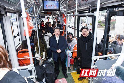湖南科技学院:爱心巴士送学生温暖回家