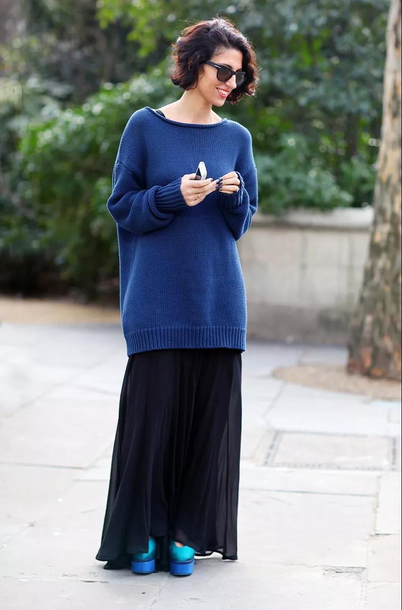 深蓝色   大毛衣   配长裙,轻松穿秋日的文艺女神风.图片