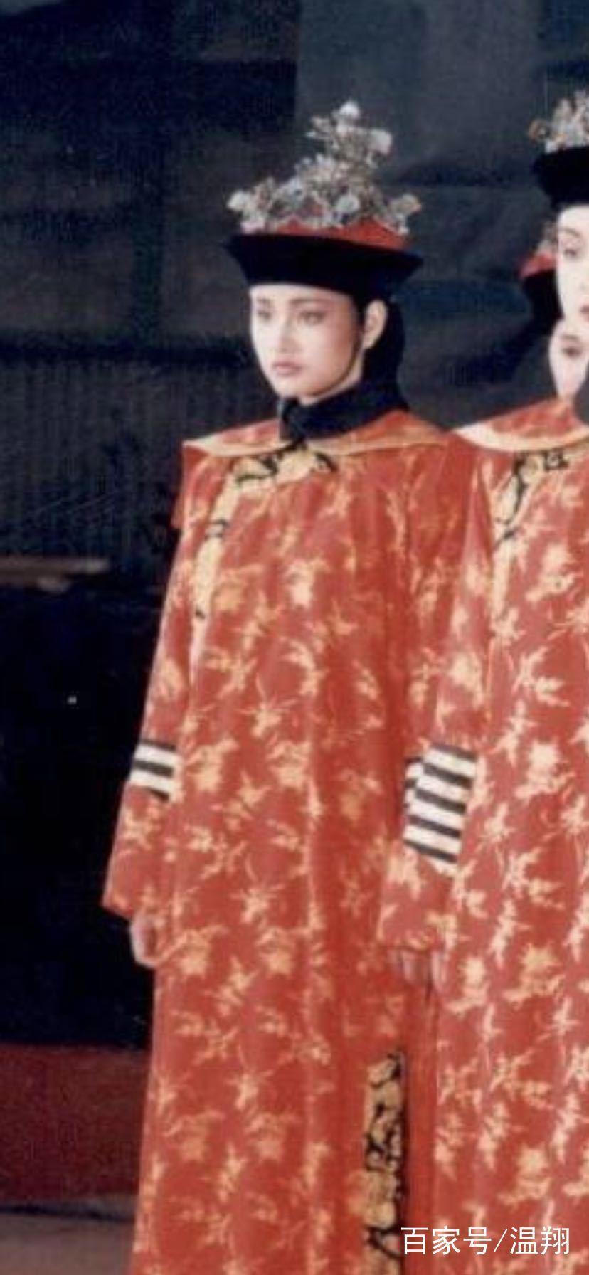 瞿颖晒出29年前和王祖贤拍摄广告的稚嫩照片,想不到王