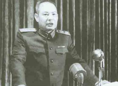 """粉碎""""四人帮""""时,哪位开国将军做了叶剑英元帅的""""联络参谋""""?"""