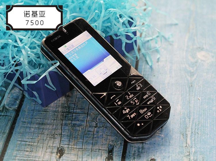 大型活动中推出了专为中国市场而量身定做的时尚手机——诺基亚7500.