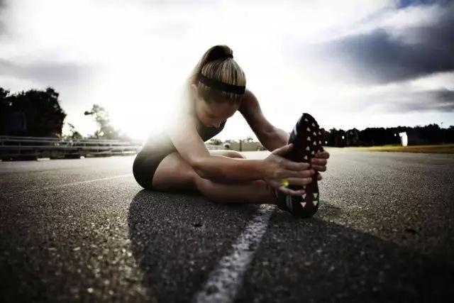 膝盖疼适合做什么运动图片