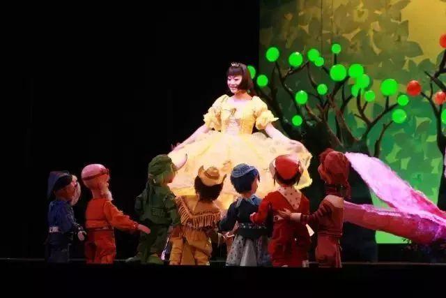快来呀!武珍小姐姐请你看音乐童话剧《白雪公
