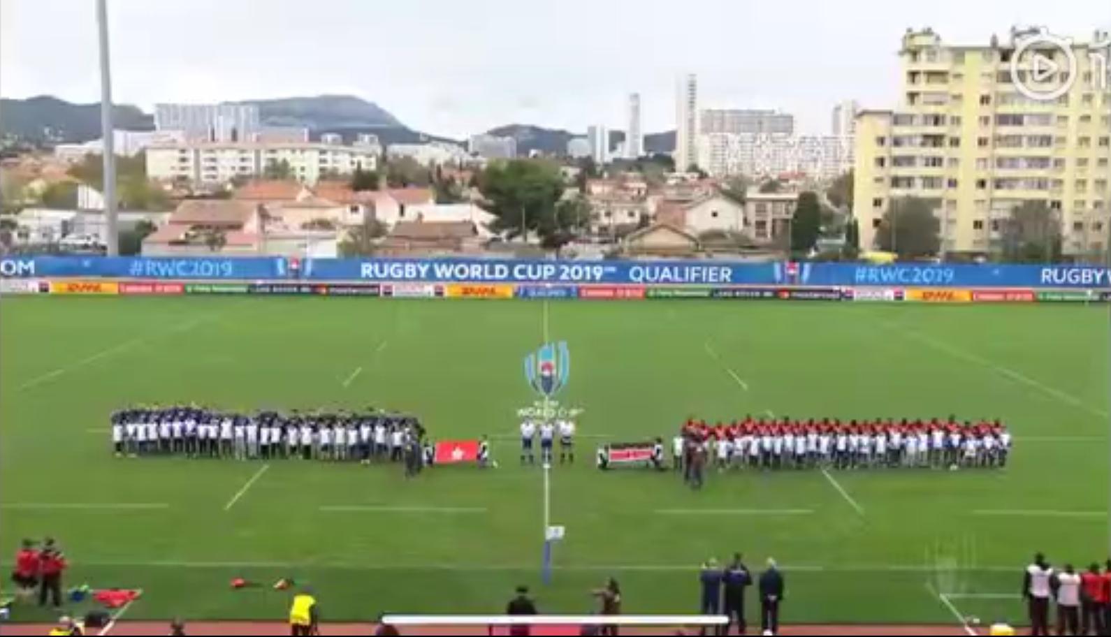 打动!中国中国香港橄榄球队归化球员集体唱国歌 16名队员15个老外