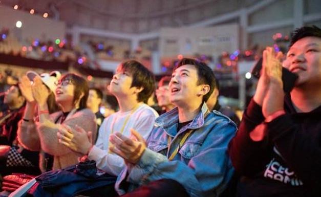 """中国电竞创业史:13年前,4位""""网瘾少年""""让五星红旗飘扬在WCG"""