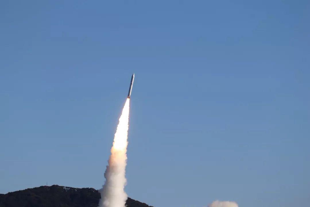 日本小火箭今天冲天,小卫星预演全球首场人造流星雨