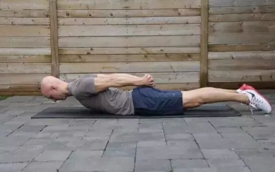 缓解肩颈僵硬 / 酸痛瑜伽 13 式,你都该试试(含动图)图片
