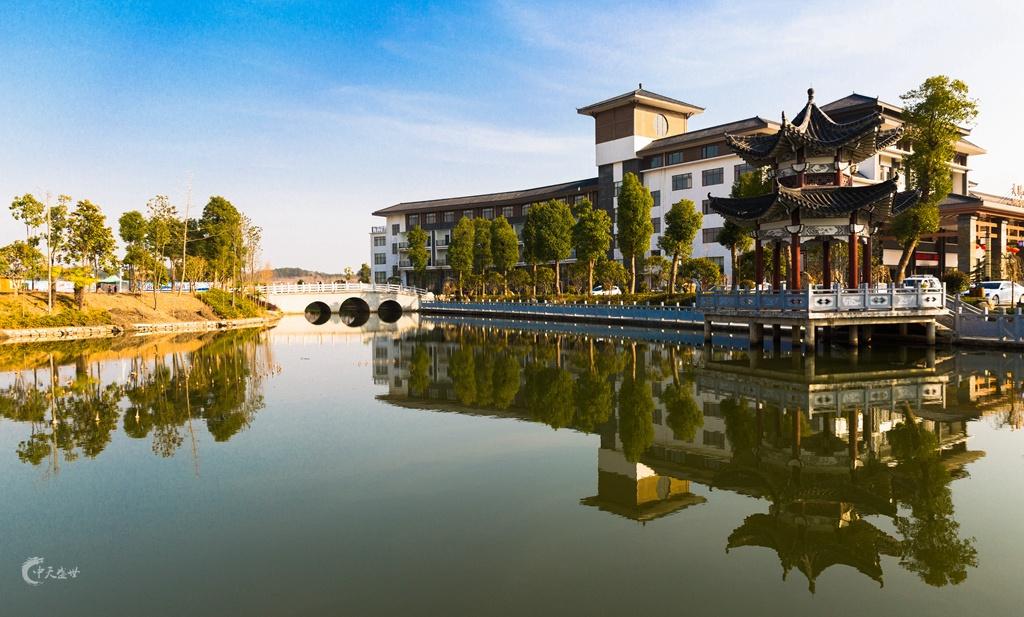 寒冷冬日游客如云,中华养生第一人的故里,武汉周边泡温泉好去处