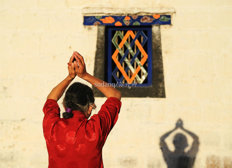过于尊宠遭遇劫难,古老的寺院沦为屠宰场,僧人被迫去狩猎