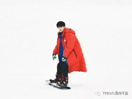 易烊千玺单板滑雪技能满分!他自在如风的样子让大家想起了这首歌~