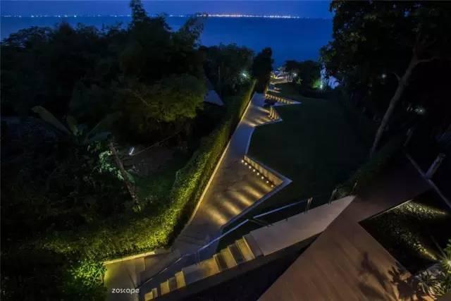 泰国芭堤雅销售中心花园景观外部夜景实景图