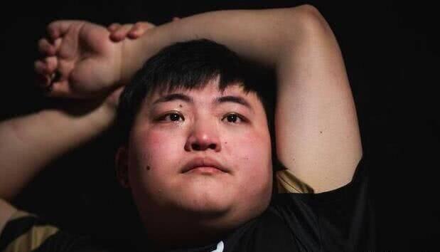原创             uzi回顾S8总决赛失利:自己很想秀,不知道要怎么离场!