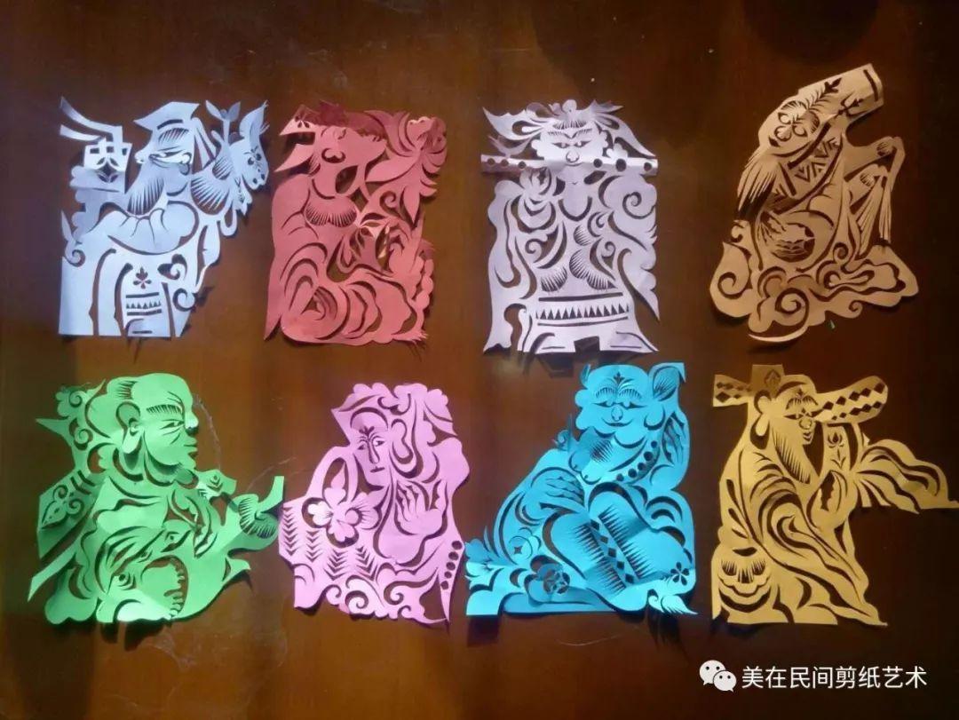 美术课上做的小兔子剪纸 粘到教师节贺卡上面用的 - 纸艺网手机版