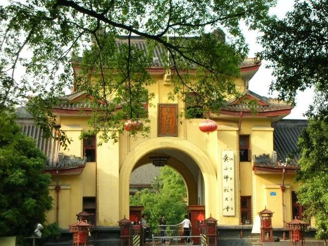 """中国最""""牛""""的大学,建在5A级景区内,进去还得收费"""