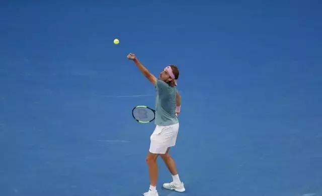 西西帕斯丨一个拥有哲学家灵魂的网球运动员
