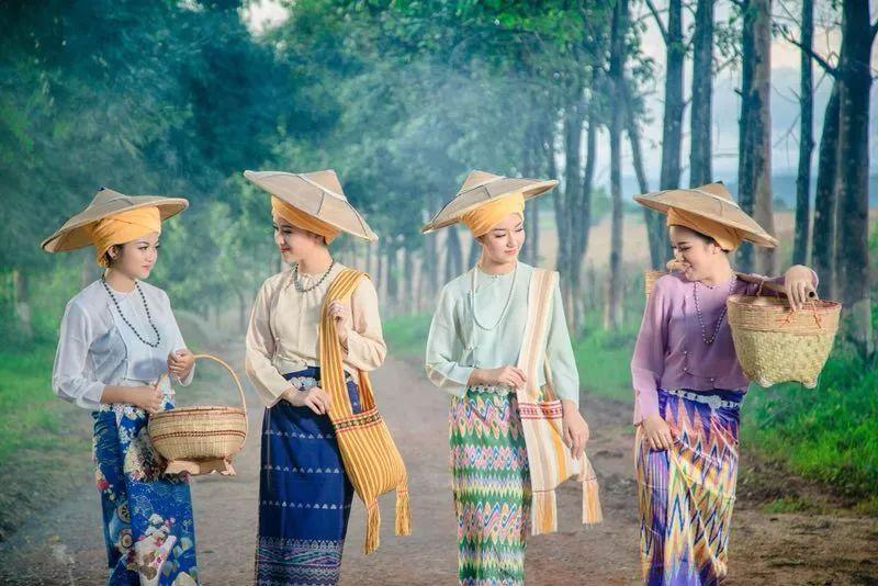 夜勤舶无码全集下载_有一条为日本印花布,近代,近现代掸邦很喜欢舶来碎花裙等.