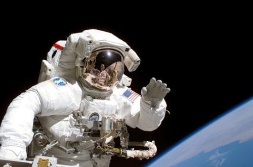"""太空中漂浮著五具""""遺體"""",每一個都為人類做出了巨大貢獻_尤金舒梅克"""