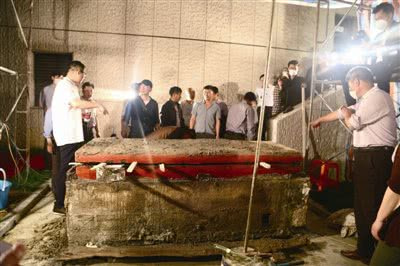 打开赵匡胤七世孙棺椁的一瞬间,里面的场景专家也是头一次见
