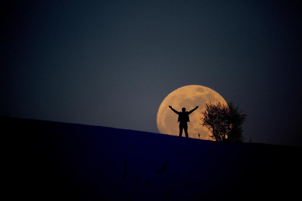 欧洲多地现 超级月亮