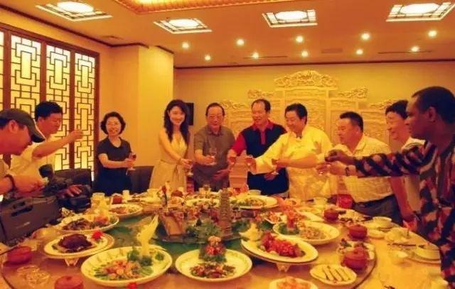 首富都吃不起的饭,一桌要价30亿的宴席.-古董收藏