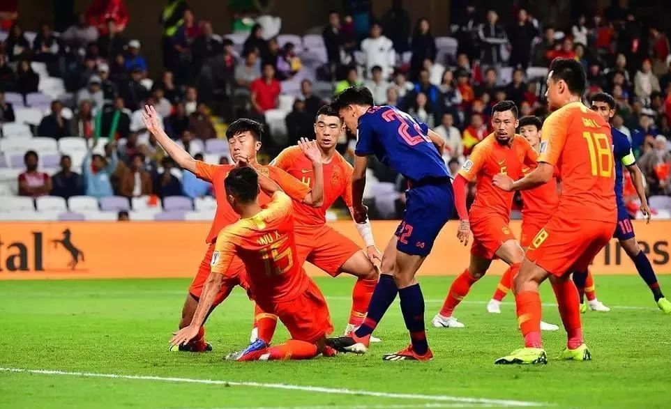 将中国队逼上绝路,泰国足球为什么进步这么快?