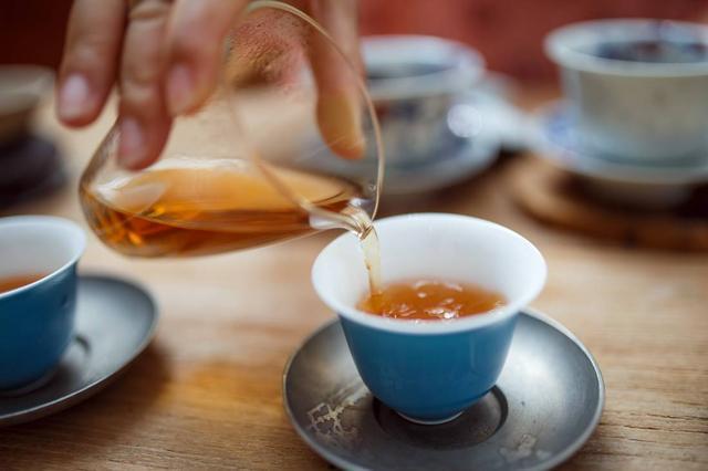 喝茶好处很多,但医生提醒:这2种人喝茶,就是在主动找病!