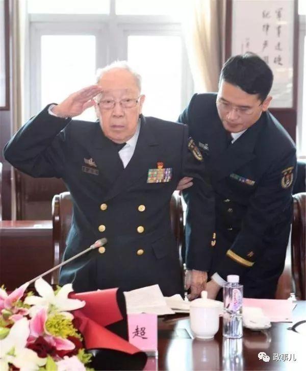 """朱镕基称为""""国宝""""的他,主动退休了"""