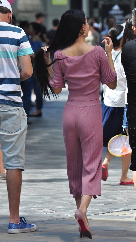 街拍:夏季里, 要去寻找适合自己的夏装
