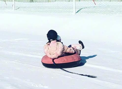 原創             甜馨滑雪被偶遇正面照曝光,李小璐粉絲團發文怒斥網路暴力