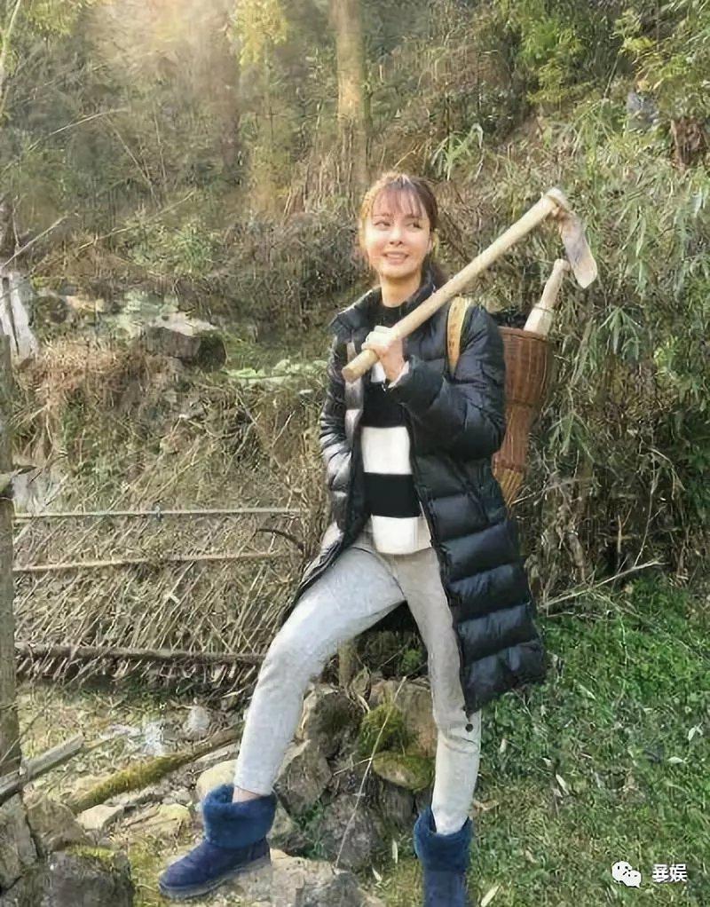 把刘昊然P成男友,吴京带小板凳坐火车,回家过年难啊!(图23)