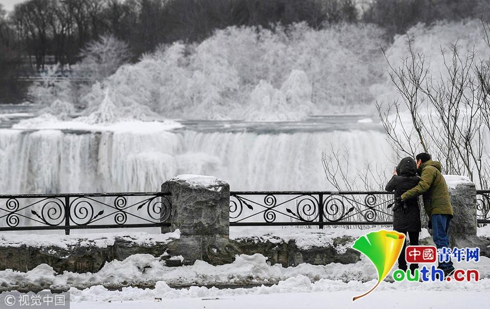 """尼亚加拉瀑布遭""""冰封"""" 冰瀑太美太壮观!"""