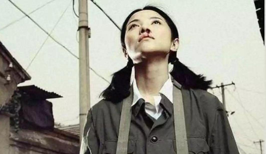 高中女混混打架的头像_文化 正文  与此同时,她也从那个天不怕地不怕的京城小混混变成了人母