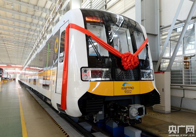 国内首列长编组全自动运行地铁列车在中车长客下线
