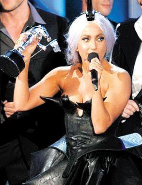 曾被世人诟病造型雷人哗众取宠!她却成为21世纪第一位提名奥斯卡影后的歌手 作者: 来源:糊说娱有料