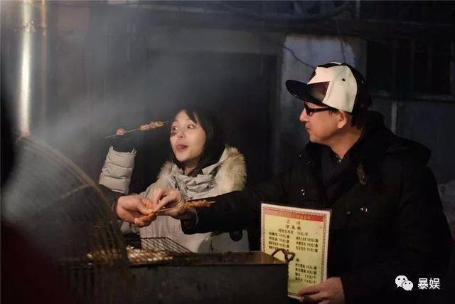 把刘昊然P成男友,吴京带小板凳坐火车,回家过年难啊!(图28)