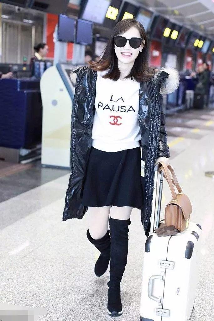 马蓉离婚后生活越发滋润,穿潮牌走机场笑得还特别开心!