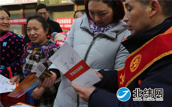 """积极参与""""三下乡""""活动 展开征信知识和反洗钱宣传"""